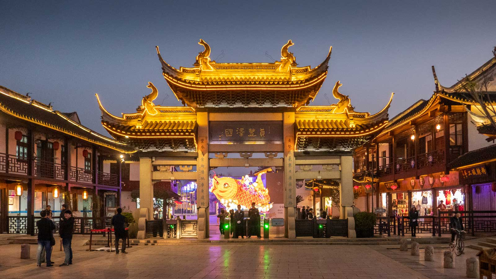 Zhouzhuang promenade